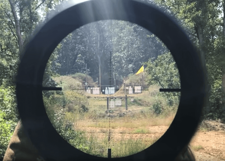 rifle scope reticle view shooting on ar 10